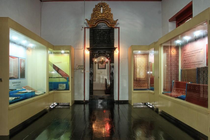 Museum Sultan Mahmud Badaruddin II memiliki sekitar 500-an benda besejarah dari zaman kesultanan Palembang