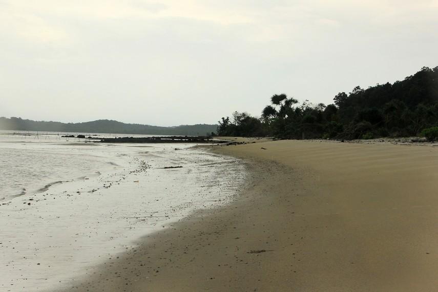 Pantai Pasir Panjang satu-satunya pantai yang ada di Selat Nasik