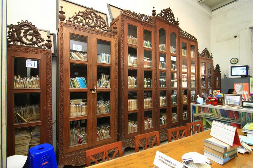 Ruang perpustakaan yang ada di dalam museum. Buku-buku yang menjadi koleksi di perpustakaan ini sebagian besar berbahasa Belanda dan Jawa