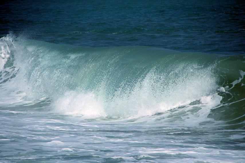 Ada lima titik selancar di Pantai Lhoknga, Left Hander Point, Cemara Right Point, Peak Point, Suri Point dan Outside Right Hander