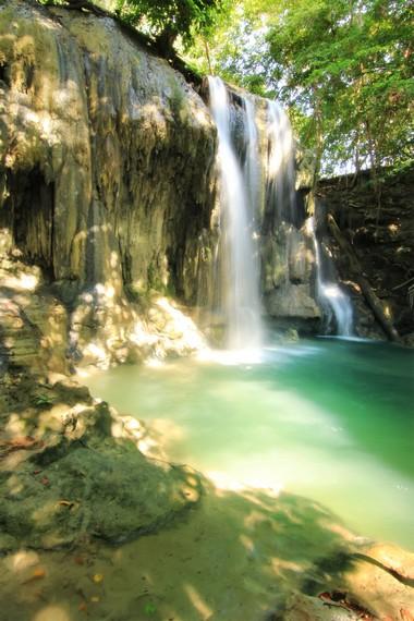 Air Terjun Mata Jitu dapat dicapai dengan sepeda motor dari Desa Labuan Aji atau berjalan kaki