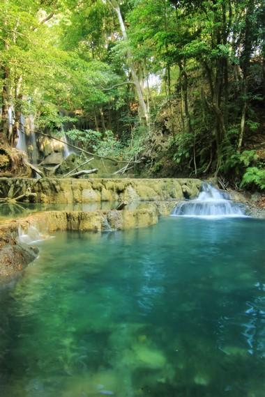 Air Terjun Mata Jitu memiliki perpaduan warna hijau tua dan muda