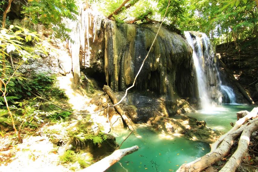 Air Terjun Mata Jitu terletak di Desa Labuan Aji, Pulau Moyo, Sumbawa, NTB