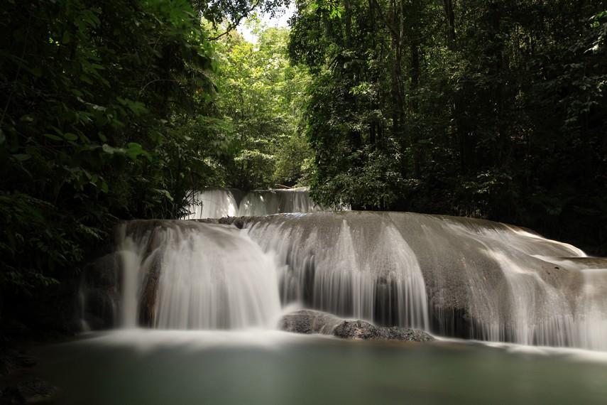 Air Terjun Telpipih merupakan air terjun dengan kontur berundak dan keindahan luar biasa.