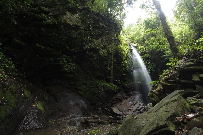 Air Terjun Waisia di Negeri Rumahkay