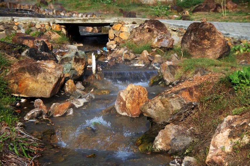 Air panas Ie Seuum dipercaya menyembuhkan rematik, gangguan syaraf dan penyakit kulit