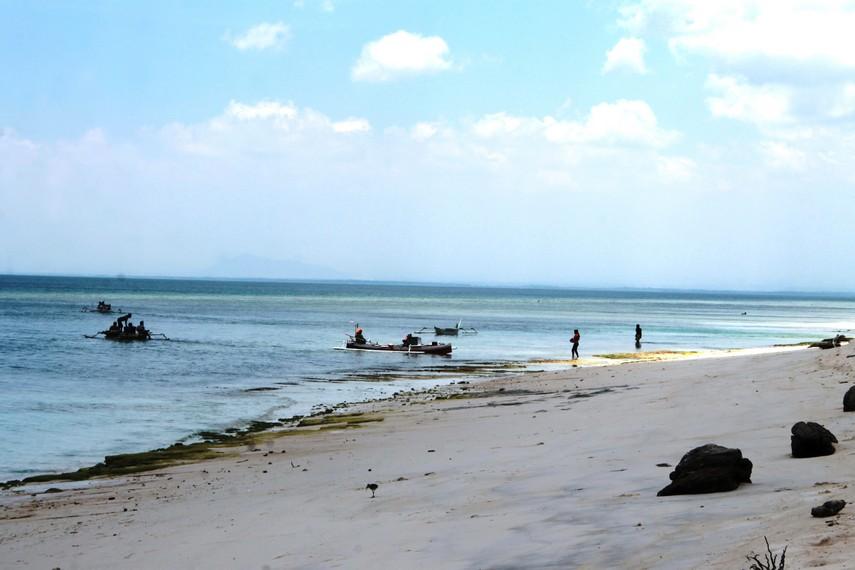 Aktivitas para nelayan yang dapat dilihat di Pantai Lemo-Lemo