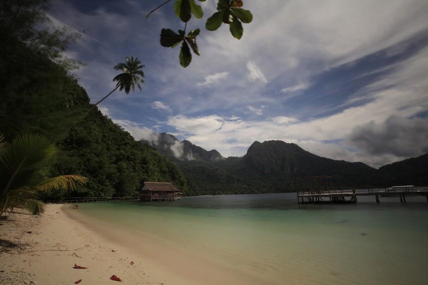 Alam Pantai Ora yang sangat mempesona