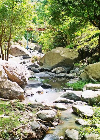 Aliran air dari Air Terjun Ogi membentuk sungai yang sangat elok