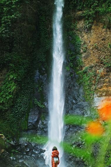Aliran air terjun ini juga dimanfaatkan untuk mengairi sawah di sekitarnya