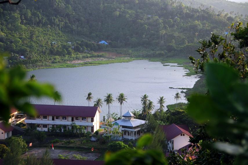 Alkisah, Pulau Weh awalnya gersang, atas doa Putroe Ijoe terbentuklah Aneuk Laot
