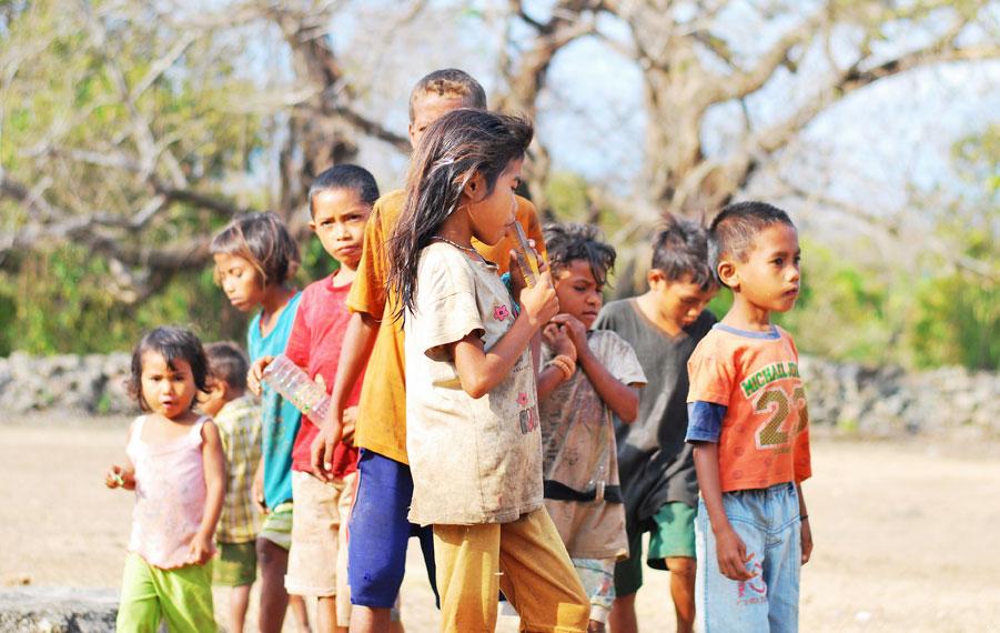 Anak-anak Desa Ratenggaro yang memiliki senyum ramah ceria