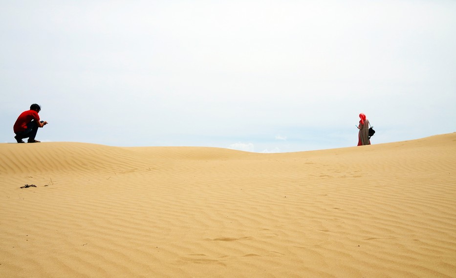 Anak-anak muda sektar biasa memanfaatkan padang pasir ini untuk photoshoot