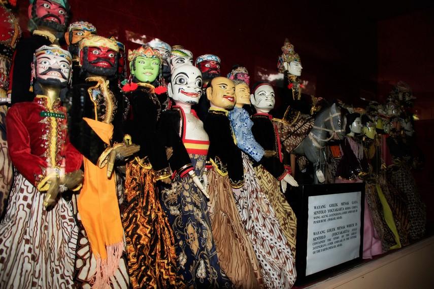 Aneka bentuk Wayang Golek Menak Gaya Sentolo Yogyakarta