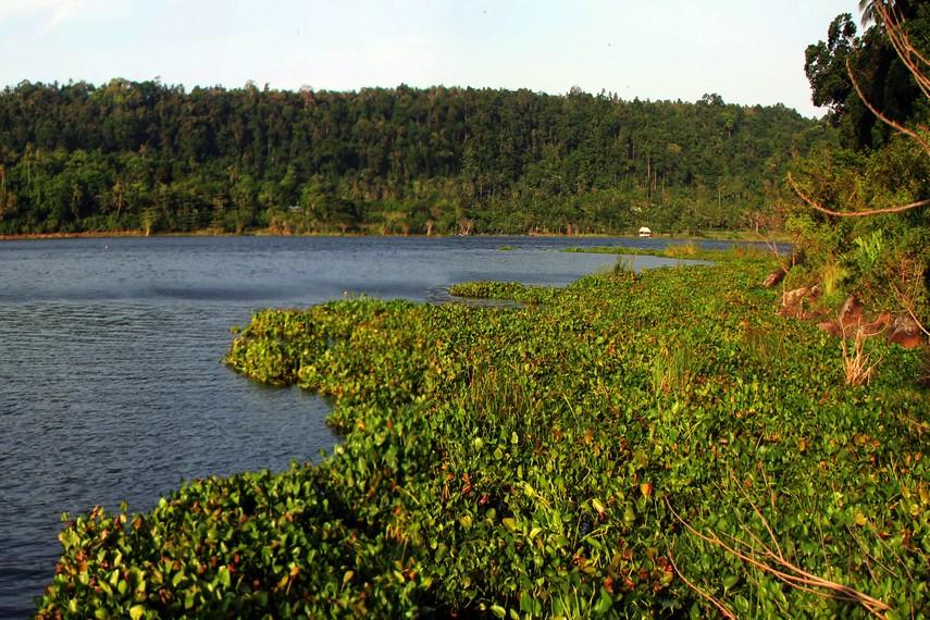 Aneuk Laot yang tepiannya dijadikan arena memancing pengunjung yang tinggal disekitar tempat ini