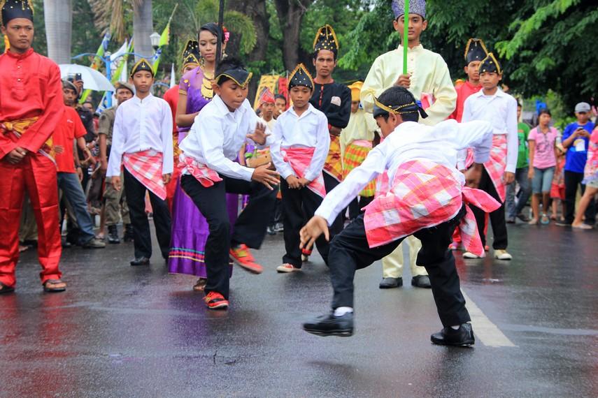 Atraksi pencak silat menjadi salah satu yang ditampilkan dalam Festival Moyo