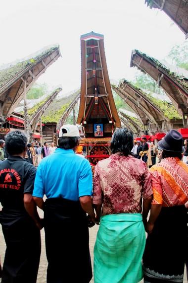 Bagi masyarakat adat Toraja, kematian merupakan hal yang sakral dan harus disempurnakan melalui berbagai upacara