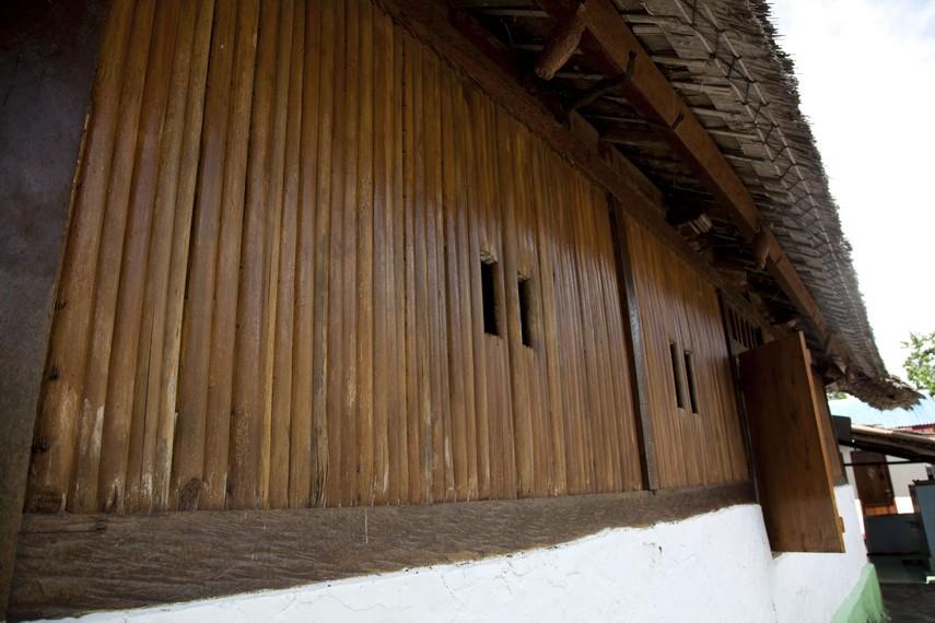 Bagian eksterior Mesjid yang merupakan hasil renovasi namun tetap mempertahankan keaslian bentuknya