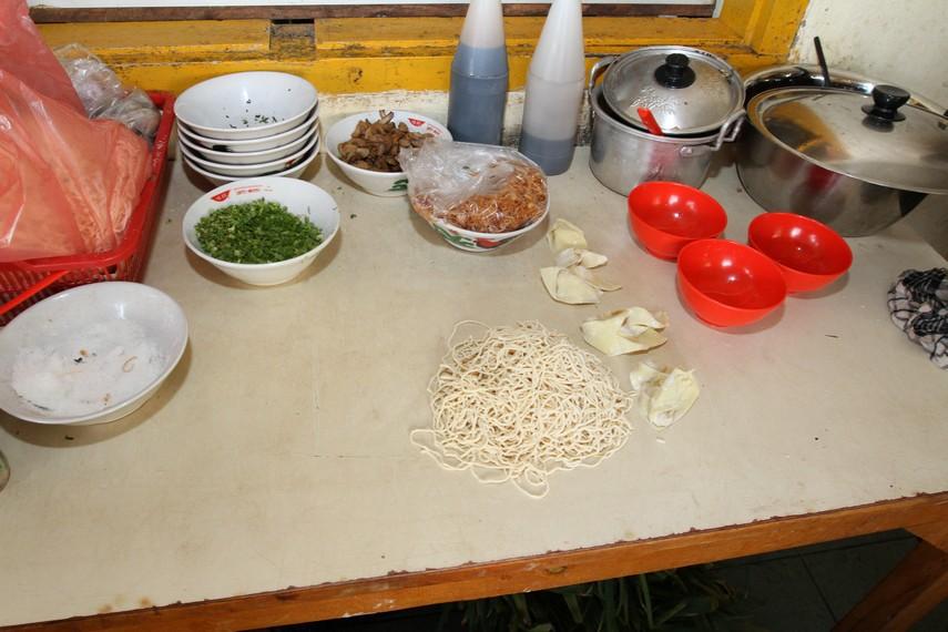 Bahan-bahan untuk membuat Mie Ayam Bangka