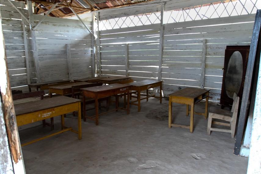 Ruang kelas tempat belajar anak-anak SD laskar pelangi