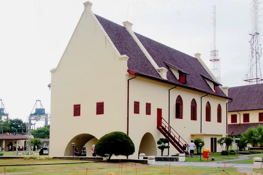 Bangunan di kawasaan Fort Rotterdam yang sudah mengalami proses peremajaan