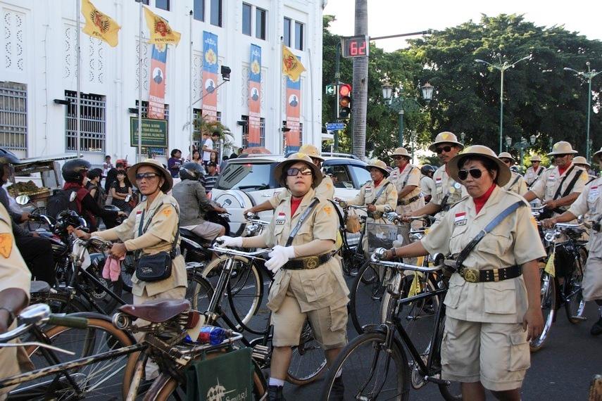 Barisan sepeda onthel juga tidak mau ketinggalan untuk ambil bagian dalam acara ini