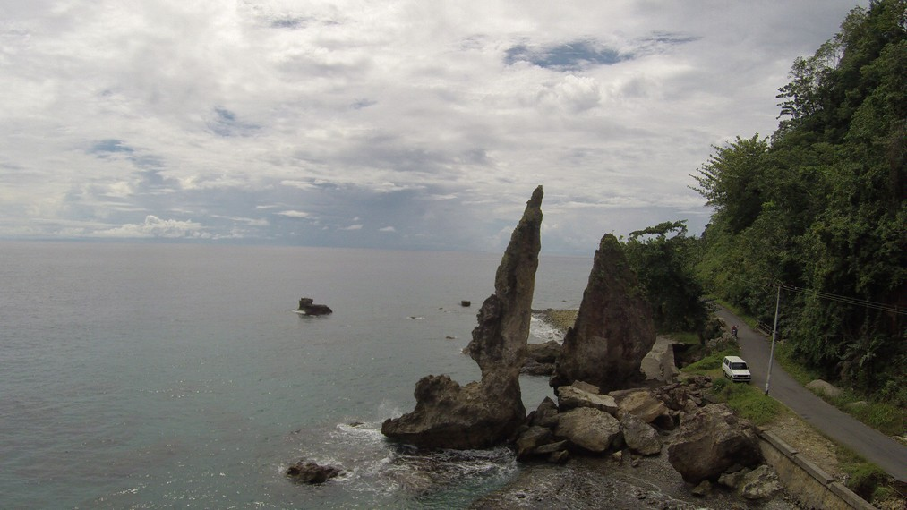 Batu Layar yang menjadi salah satu ikon wisata Ambon