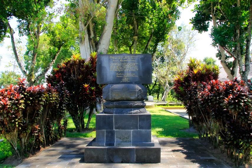 Batu peresmian yang dilakukan Presiden Soeharto di Candi Borobudur