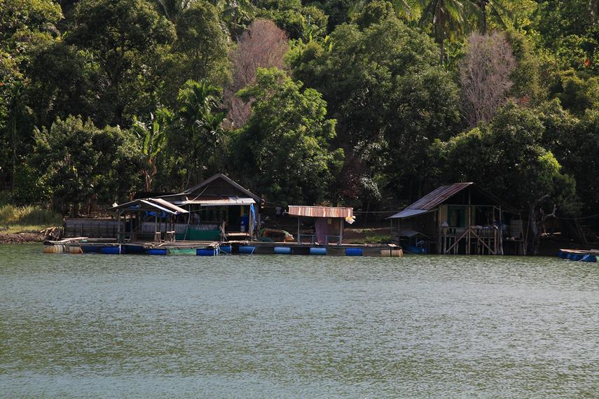 Beberapa Jermal milik warga sekitar yang terdapat di danau Ngade