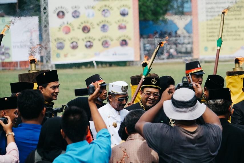 Beberapa keluarga dari Kesultanan Kutai Kartanegara menghadiri pembukaan Festival Erau