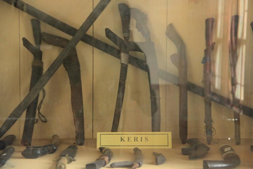 Beberapa keris dan golok yang menjadi peninggalan Kerajaan Badau masih tersusun rapih di salah satu sudut museum
