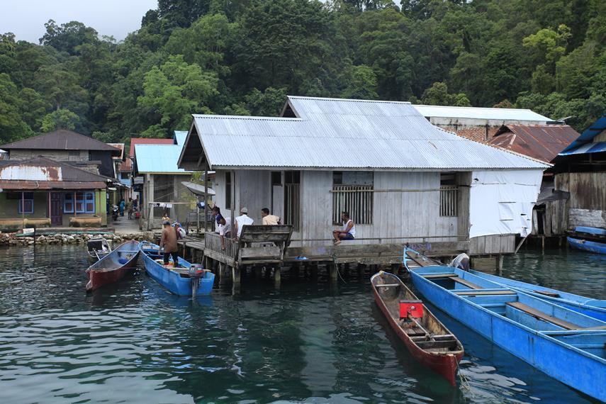 Beberapa perahu warga yang biasa dipakai untuk mencari ikan