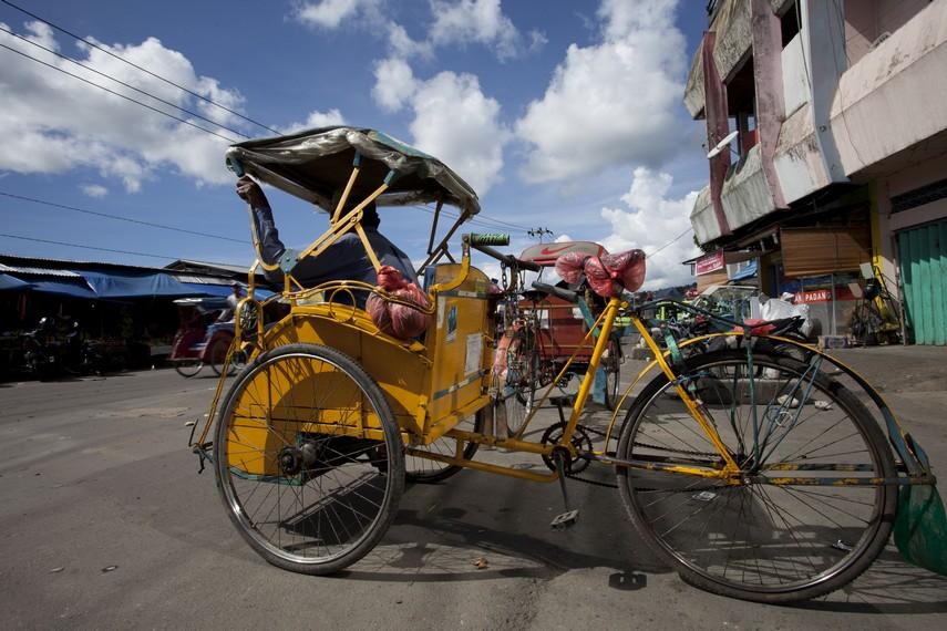 Becak yang menjadi salah satu alat transportasi favorit bagi pengunjung pasar