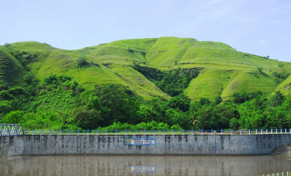 Bendungan Kambaniru dibangun pada tanggal 8 September 1992