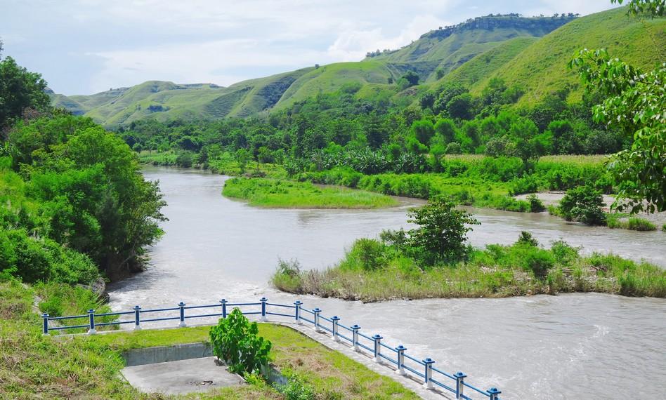 Bendungan ini dibangun dan dirancang untuk mengairi sawah dan lahan para penduduk sekitar yaitu Mauliru, Kawangu dan Kambaniru
