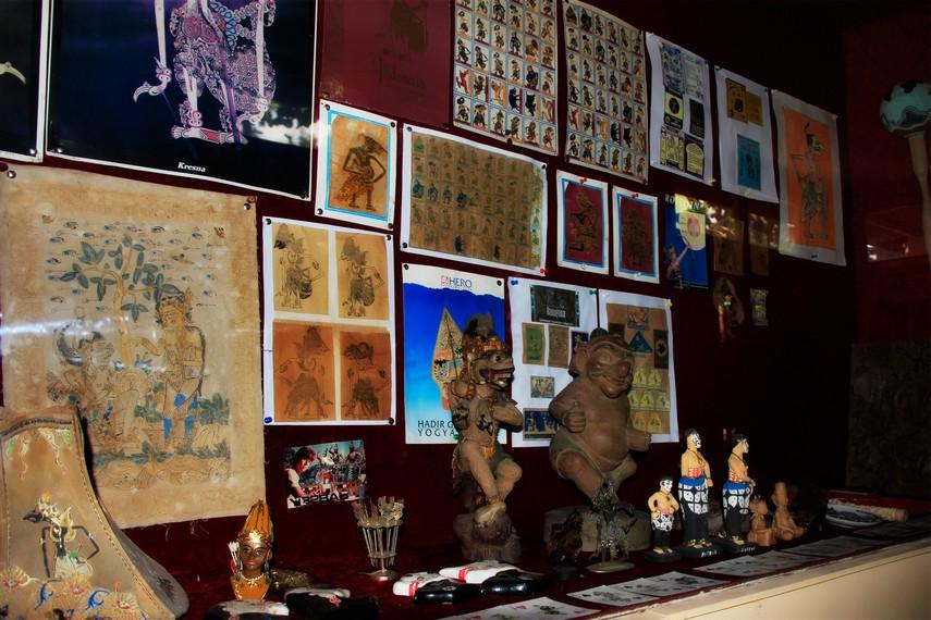Berbagai pernak-pernik wayang yang ada di Museum Wayang Kekayon