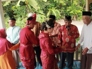Berebut Lawang, Bersambut Pantun dalam Tradisi Pernikahan Masyarakat Belitung