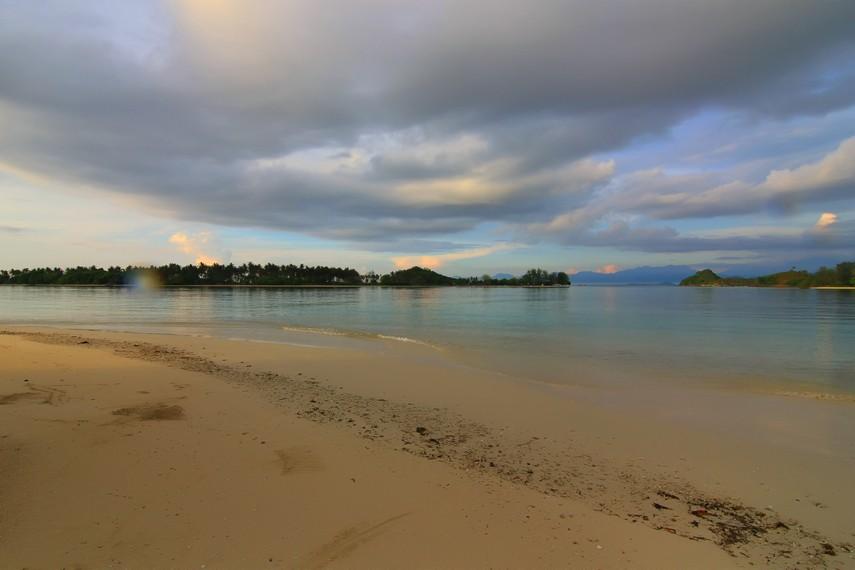 Berjarak 40 km dari Kota Mataram, Gili Kedis menjadi salah satu incaran wisatawan asing