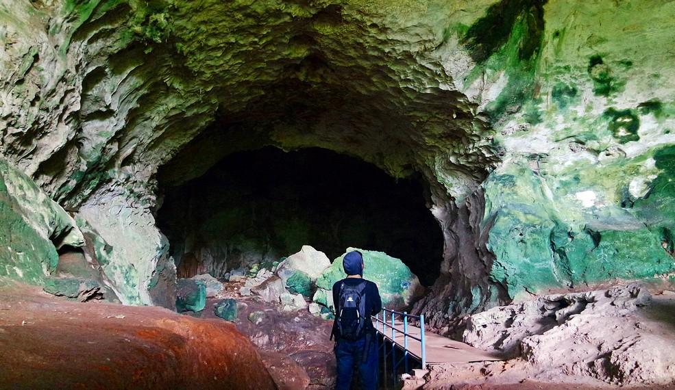 Berjarak sekitar 43 Km dari Kota Rantau dan 154 km dari Kota Banjarmasin