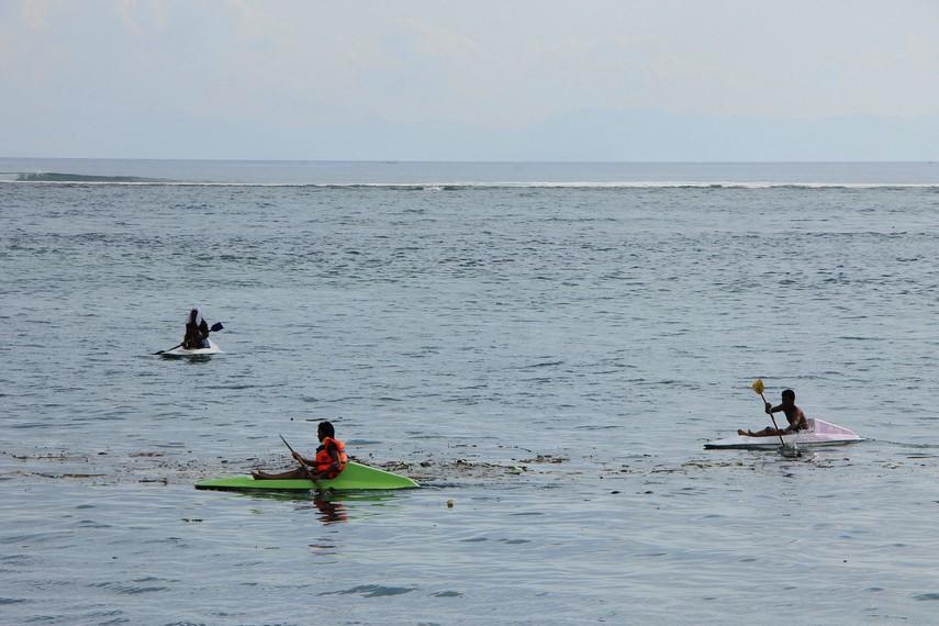 Berkano menjadi salah satu kegiatan yang dapat dilakukan di Pantai Senggigi