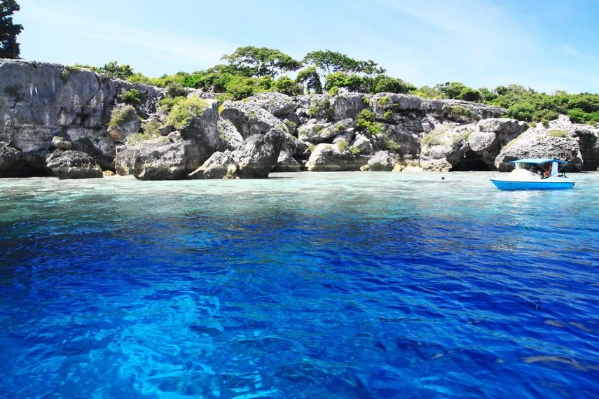 Biru dan jernihnya air laut di perairan Pulau Kambing