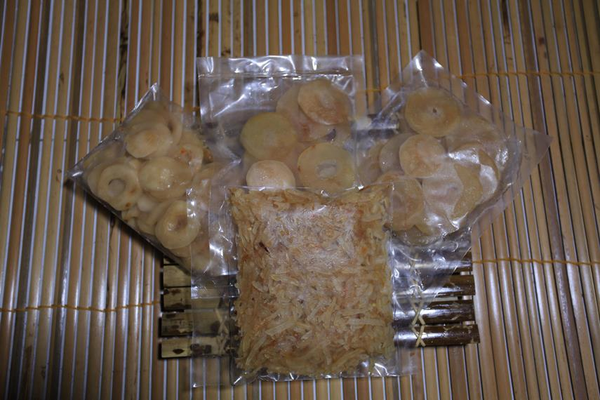Buah Pala yang disajikan dalam bentuk manisan