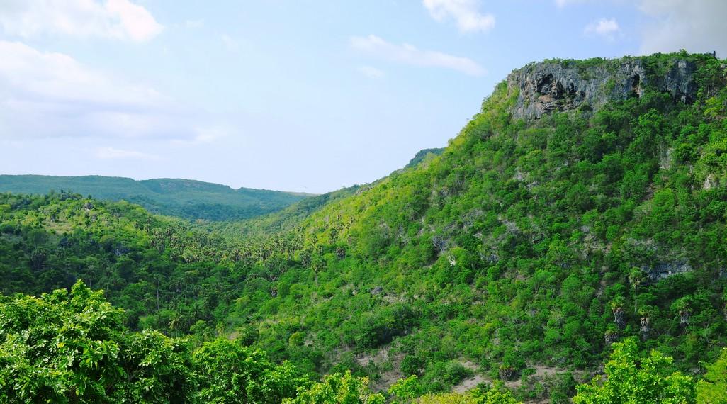 Bukit ini merupakan objek wisata kebanggaan Suku Lole