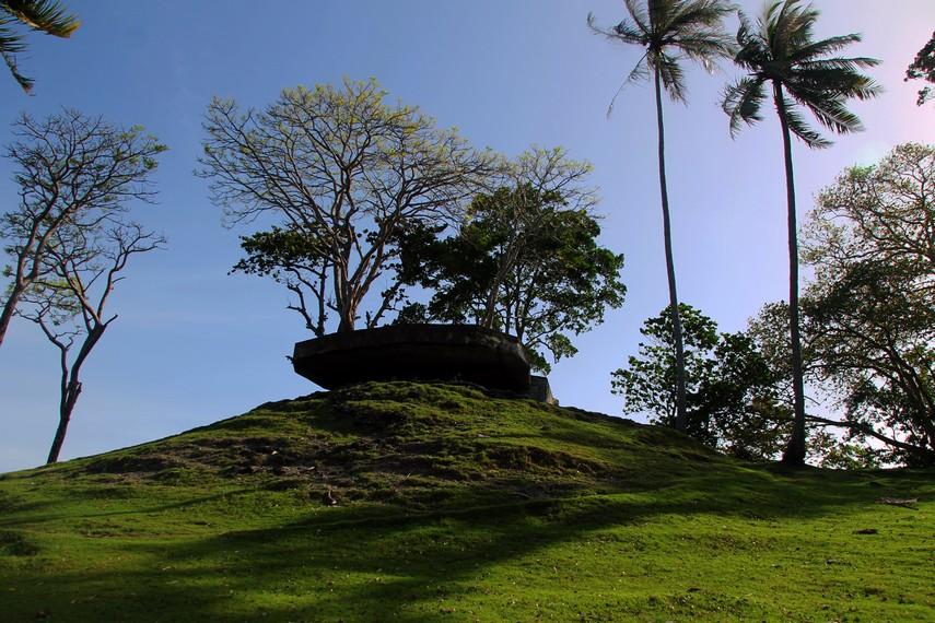 Bunker-bunker sepanjang garis pantai Sabang berfungsi sebagai pos pengintaian ke laut lepas