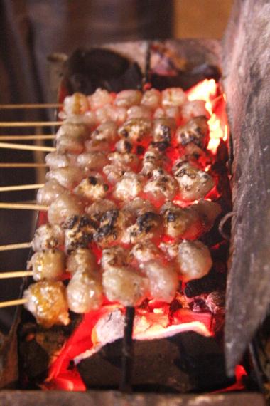 Campuran daging sapi cincang membuat rasa pentol mini menjadi nikmat