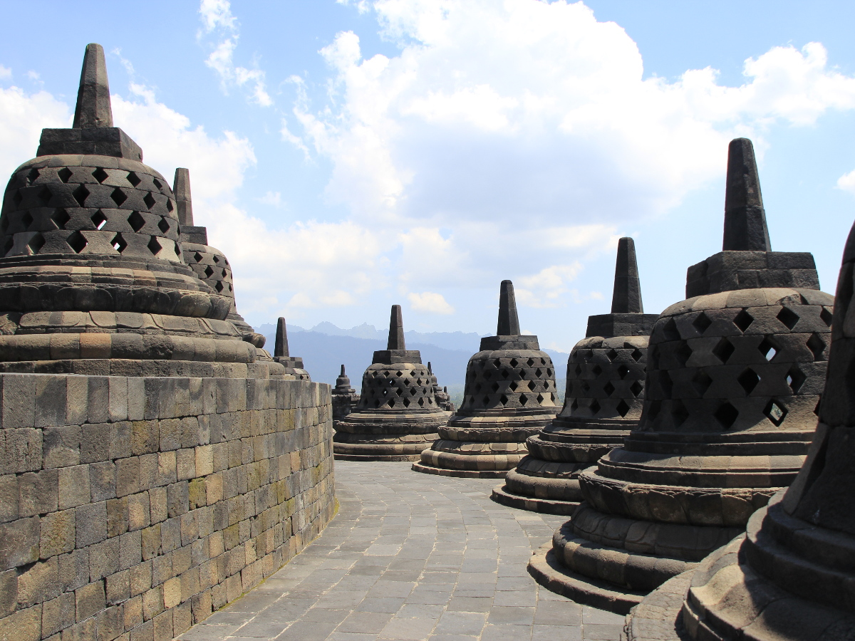 Candi_Borobudur_1200.jpg