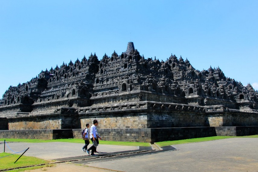Candi Borobudur dibangun oleh Raja Samaratungga, salah satu raja kerajaan Mataram Kuno