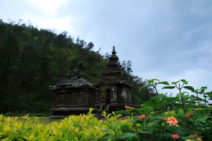 Candi Gedong Songo yang terletak Di lereng gunung Ungaran