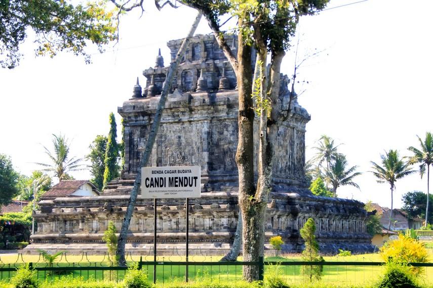 Candi Mendut menjadi salah satu benda cagar budaya milik Indonesia