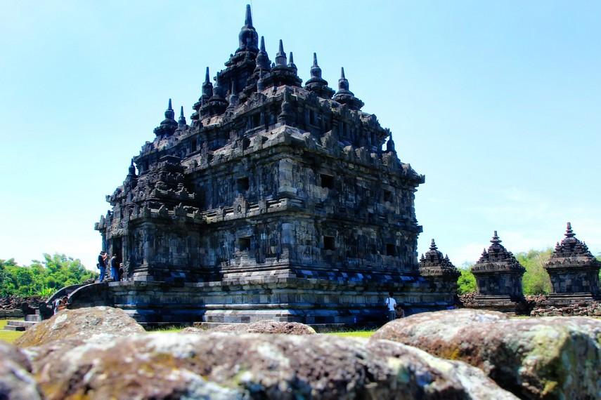 Candi Plaosan konon dibangun untuk dipersembahkan kepada seorang permaisuri bernama Pramudyawardani